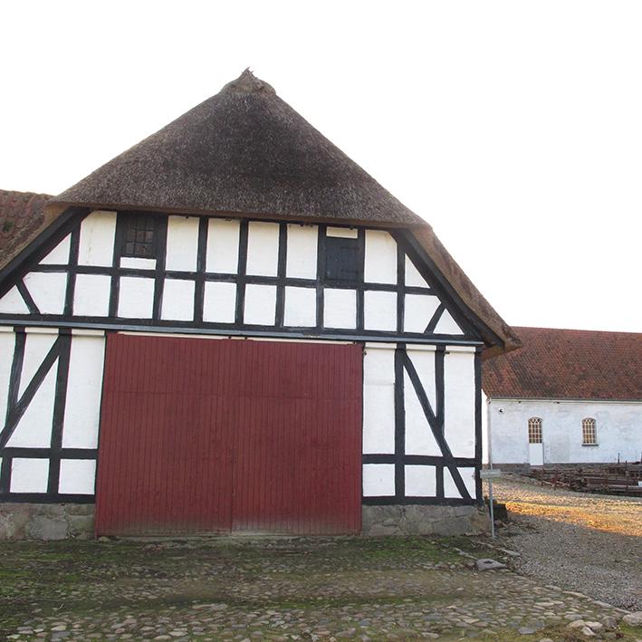 stald bindingsværk stråtag old danish house