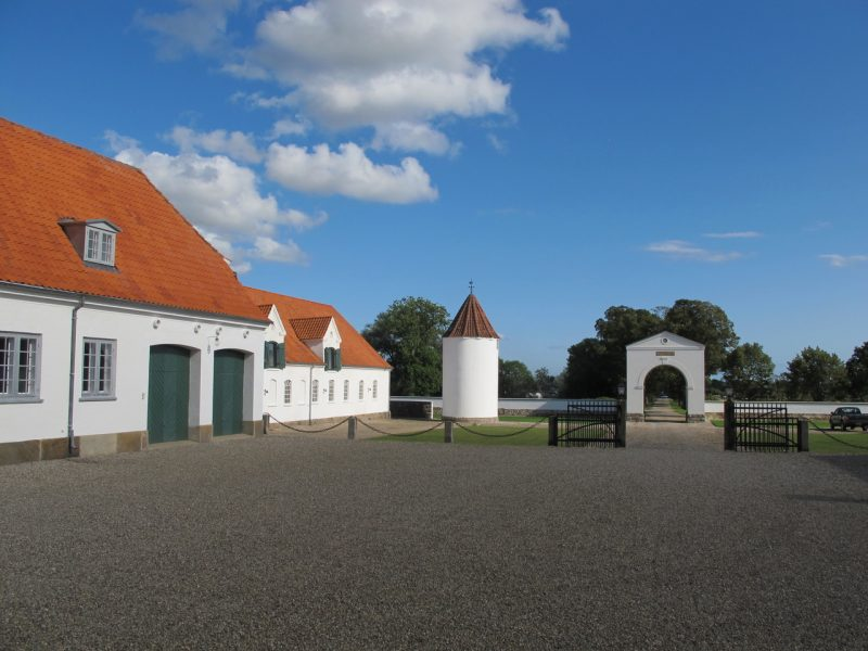 Gårdsplads, flintholm, estate